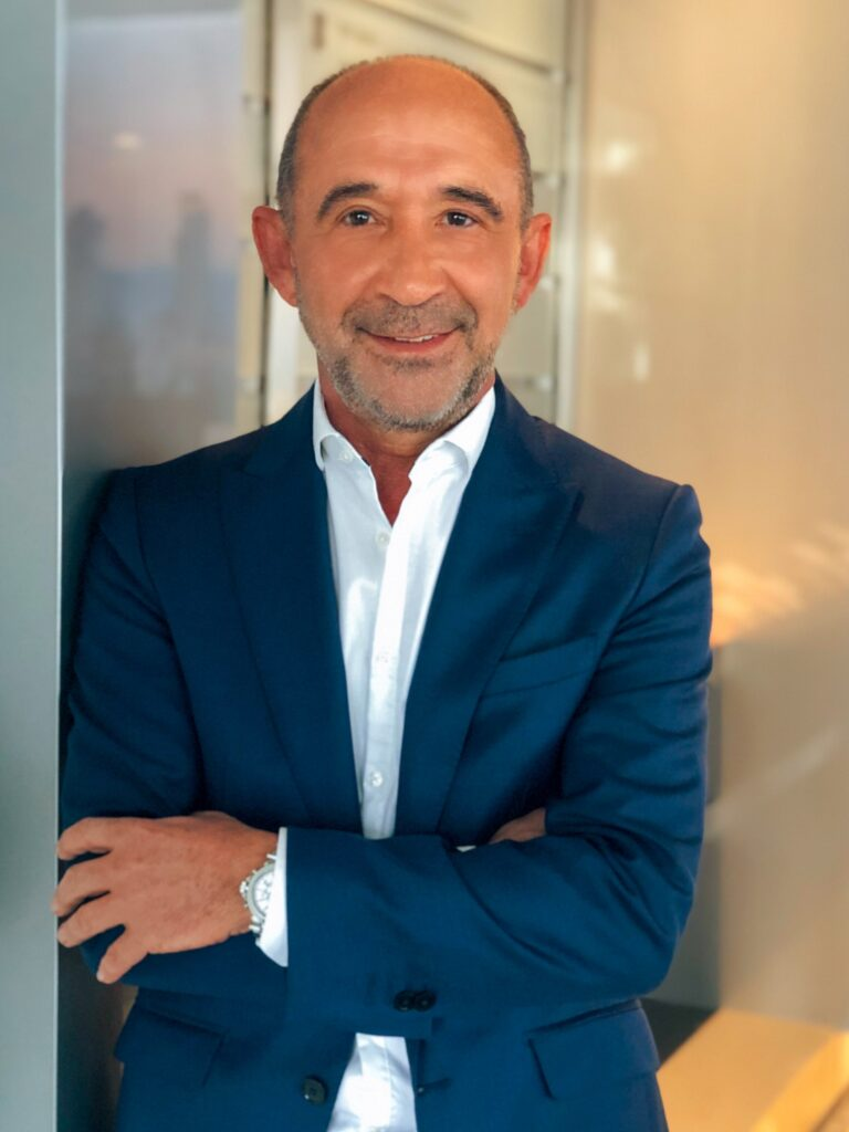 Dr. Konstantin Zoggolis - tecnovum - Fotograf: plastic-hand.com - Sanan Jafan